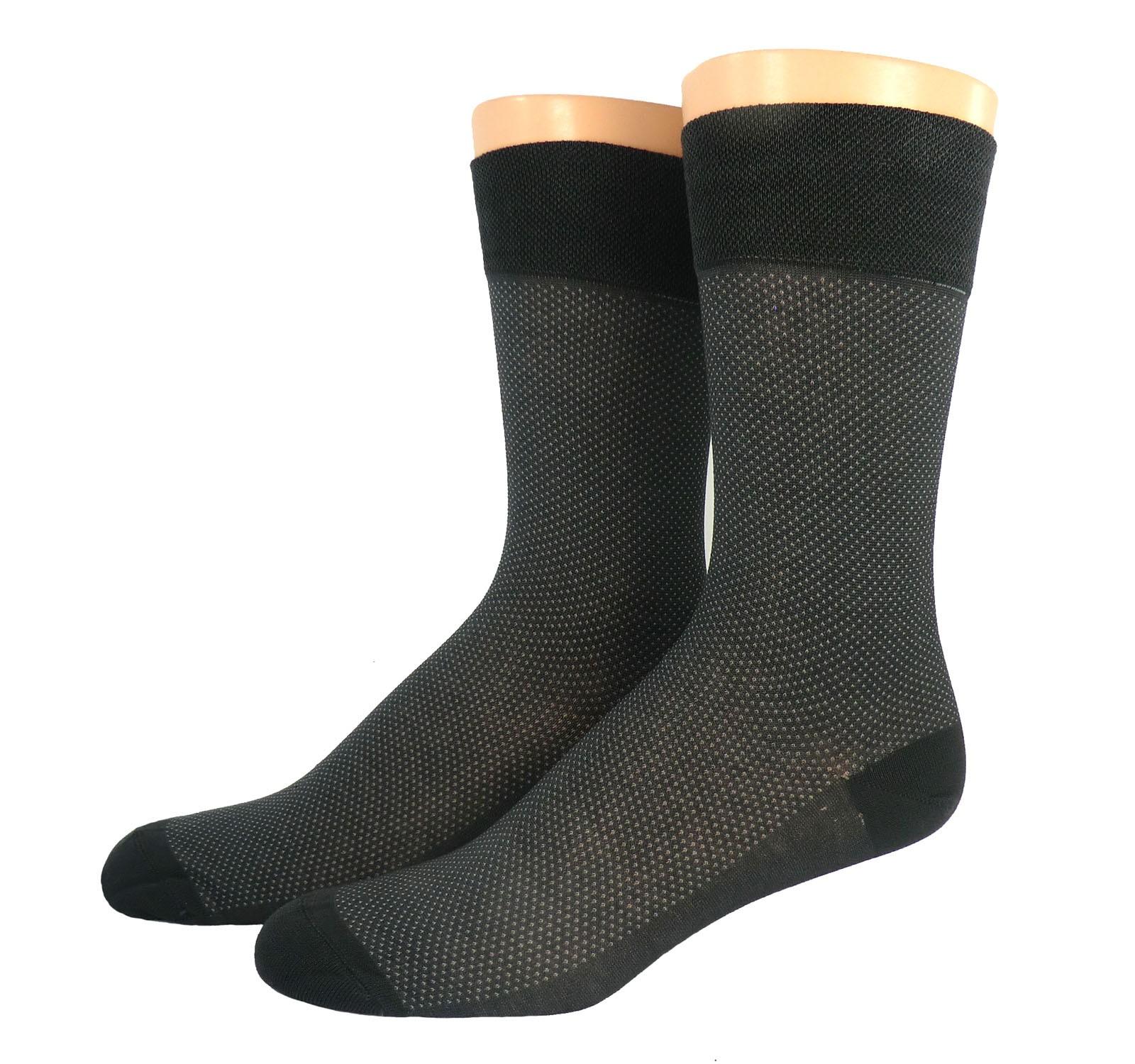 Kombinieren Sie feine Socken mit einem anderen Produkte aus unserem Herren-Sortiment. Komfortabel und stylis. Socken, deren Attribute dank ihrer feinen Qualität schon mal gezeigt werden dürfen. Natürlich sollen sie perfekt sitzen, denn wer den ganzen Tag auf den .