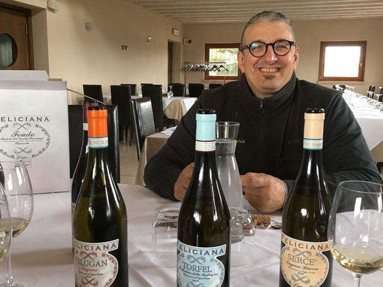 Massimo Sbruzzi vom Weingut Feliciana präsentiert seine Weine