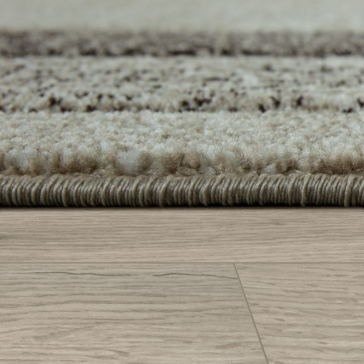 Short Pile Rug Border Mottled In Cream
