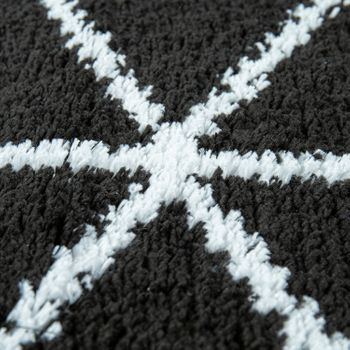 Bath Mat, Short-Pile Rug For Bathrooms With Diamond Pattern In Black White – Bild 3