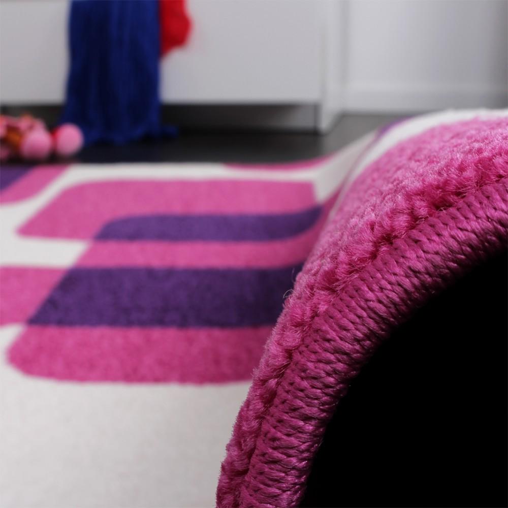 teppich kinderzimmer trendiger retro kinderteppich in pink lila creme kinderteppiche. Black Bedroom Furniture Sets. Home Design Ideas