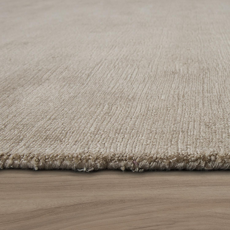 tapis aspect soyeux beige fait main tapis24. Black Bedroom Furniture Sets. Home Design Ideas