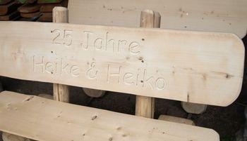 Rustikale Gartenbank aus Holz, massive Gartenmöbel Holzbank – Bild 4