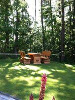 Rustikaler Holz Gartentisch, massive Gartenmöbel – Bild 2