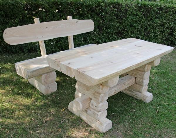 Gartentisch holz  Rustikaler Holz Gartentisch und Bank, massive Gartenmöbel ...