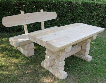 Rustikaler Holz Gartentisch und 2 Bänke massiver Materialeinsatz schwere Gartenmöbel