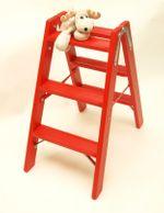 Doppelleiter-Classic mit geriffelten Stufen in rot (RAL 3000) durchscheinend lasiert