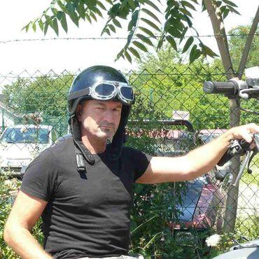 Fliegerbrille mit Schwarzen Gläßern – Bild 2